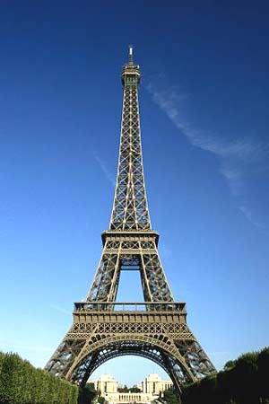 Torre Eiffel, ainda no lugar de sempre.