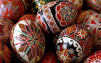 Ovos com pinturas tradicionais ucranianas.
