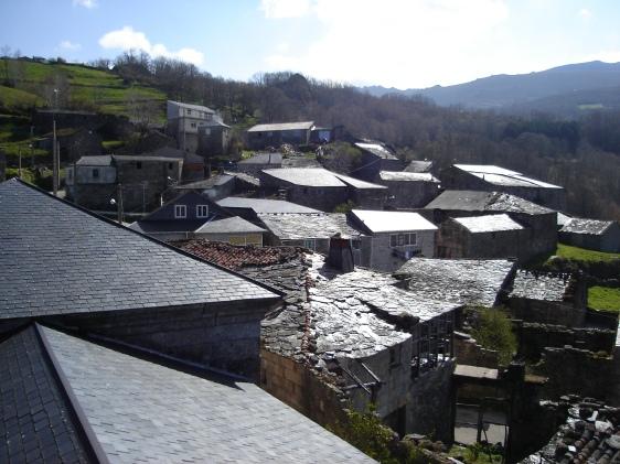 Vista do casario de Casteligo, nas Terras Altas galegas.