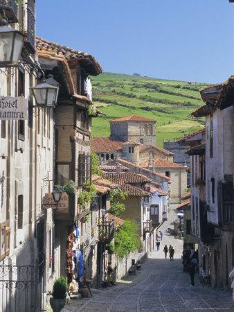 Rua de Santillana, ao fundo a Colegiata.