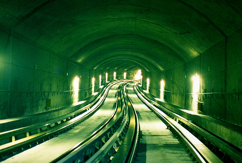 Exemplo de uma moderníssima estrada de ferro asfaltada (?!).