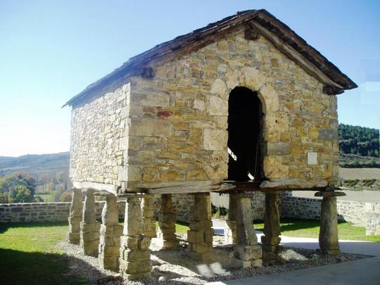 Hórreo navarro, no vale de Aezcoa, Navarra.