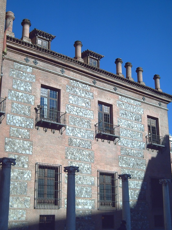 Casa as Sete Chaminés, com suas chaminés em destaque.