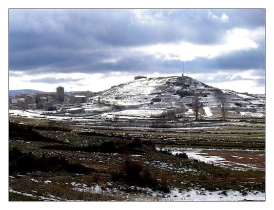 Local onde provavelmente, lá no alto, existiu o castelo do Cavaleiro de Motos (foto de Alustante)