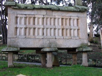 Hórreo galego no Parque Santa Margarita, La Coruña.